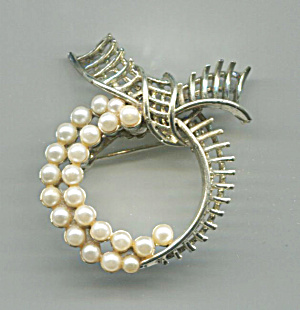 Gold Tone Circle Bow Top Pin, Double Rows Faux Pearls