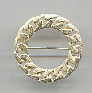 TWISTED ROPE DESIGN CIRCLE GOLD TONE PIN (Image1)