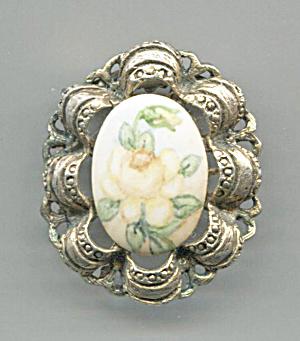 PORCELAIN CENTER, GOLD DESIGN FRAME PIN (Image1)