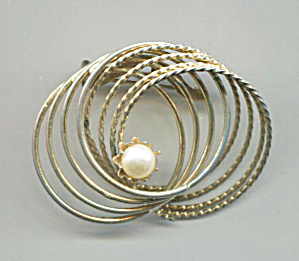 MULTI GOLD TONE WIRE CIRCLES PIN W/FAUX PEARL (Image1)