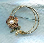 KREMETZ CIRCLE PIN WITH PEARL CENTER FLOWER