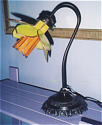 Unique Daffodil Desk Lamp with Gooseneck Base (Image1)