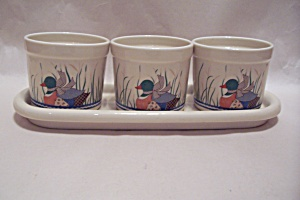 Set Of Three Planters With Duck Motif And Tray (Image1)