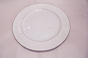 Southwicke Pattern Fine China Dinner Plate (Image1)
