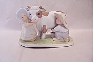 Circle Of Friends Milking Time Porcelain Figuine (Image1)