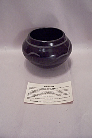 Black Sable Obsidian Color Pottery Bowl (Image1)