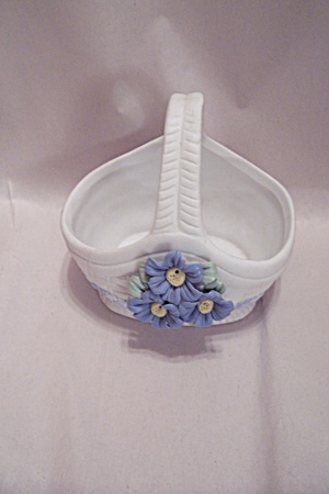 Porcelain Miniature Basket (Image1)