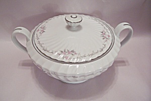 Gold Standard Floral Pattern Fine China Serving Bowl (Image1)