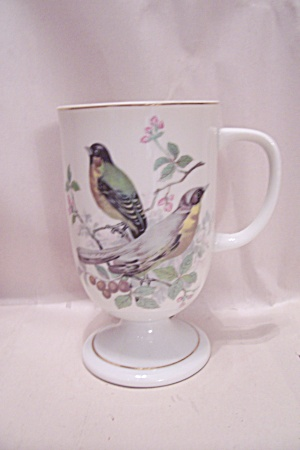 White Pedestal Porcelain Cup With Bird Motif (Image1)