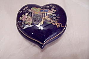 Japanese Blue Porcelain Heart-shaped Decorated Box