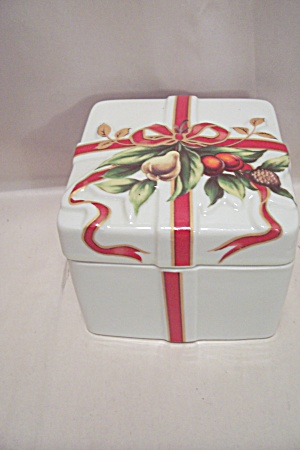 Porcelain Christmas Liided Cache Box