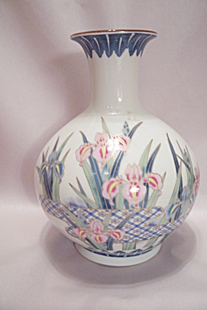 Ayame Porcelain Iris Decorated Bulbous Vase