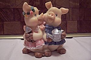 Resin Gardener Pigs Figurine (Image1)