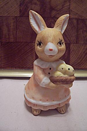 Porcelain Mother Rabbit Figurine (Image1)