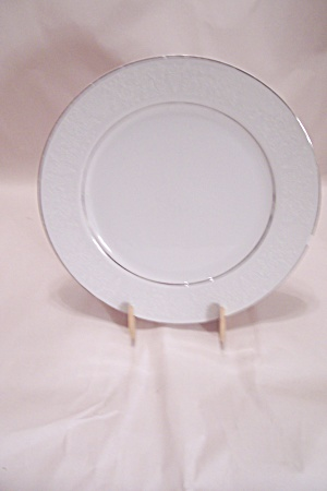 Crown Victoria Lovelace Pattern Fine China Dinner Plate