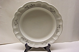Pfaltzgraff White Floral Pattern Plate (Image1)
