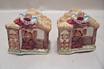 Click here to enlarge image and see more about item BG00387: Stable Scene Salt & Pepper Shaker Set