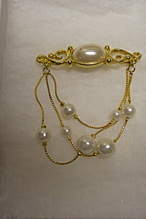 Stunning Faux Pearl And Gold Plated Brooch