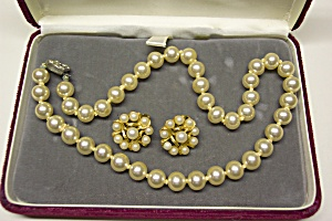 Cultured Pearl Necklace & Earrings Parure