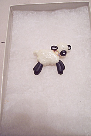 Black & White Plastic Lamb Pin