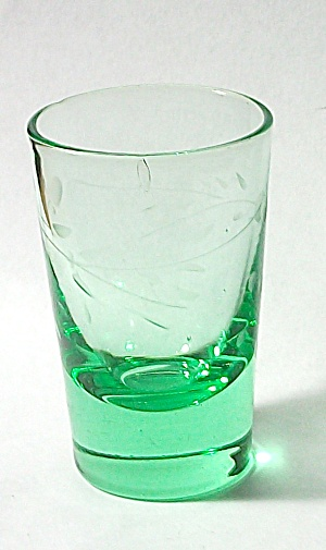 VINTAGE GREEN ETCHED FLORAL DEPRESSION GLASS SHOT GLASS (Image1)