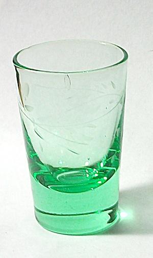 VINTAGE GREEN ETCHED FLORAL DEPRESSION GLASS SHOT GLASS (Image1)