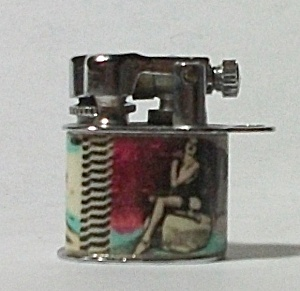 MINT CIRCA 1950`S MINI LIFT ARM PINUP LIGHTER (Image1)
