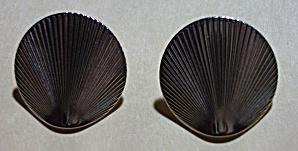 VINTAGE 1960`S MONET SEA SHELL SILVER EAR RINGS (Image1)