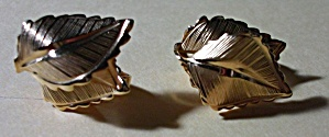 VINTAGE GIOVANNI CLIP ON GOLDEN DOUBLE LEAFS EAR RINGS (Image1)