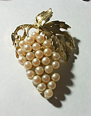 BEAUTIFUL CREAM PINKISH PEARL GRAPE LEAF BROOCH (Image1)