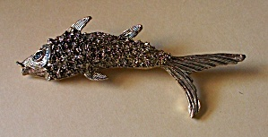 VINTAGE 1970`S GOLD TONE MINI HOBNAIL FISH BROOCH (Image1)
