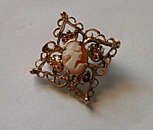 WELL GOLD TONE DIAMONDED SHAPE CAMEO BROOCH (Image1)