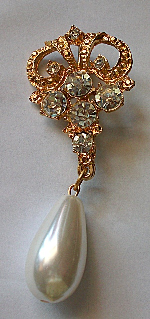 RHINESTONE GOLD FINISH FAUX GIANT PEARL BROOCH (Image1)