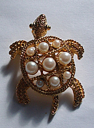 VINTAGE TURTLE WITH 9 FAUX PEARLS BROOCH (Image1)