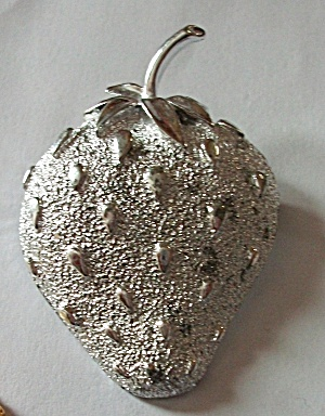 VINTAGE SARAH COVENTRY SILVER TONE STRAWBERRY (Image1)