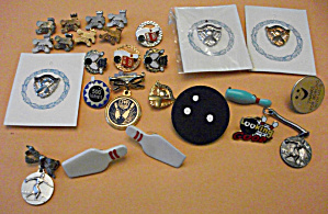 26 BOWLING PINBACKS PIN BACKS OLDER & NEWER LOT (Image1)
