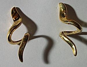 VINTAGE MONET SPIRAL GOLD FINISH DANGLE EARRINGS (Image1)