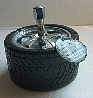 COLLECTIBLE BLACK & CHROME RIM WIDE TIRE ASHTRAY (Image1)