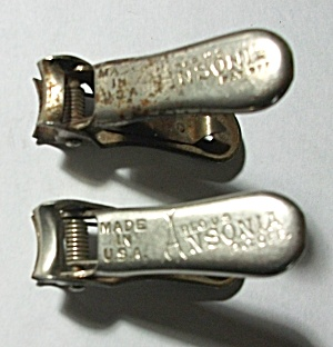 VINTAGE 1920`S PAIR OF ANSONIA FINGER NAIL CLIPPERS (Image1)