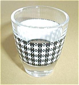 VINTAGE WHITE PLAID SHOT GLASS (Image1)