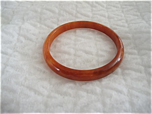 BAKELITE BANGLE BRACELET (Image1)