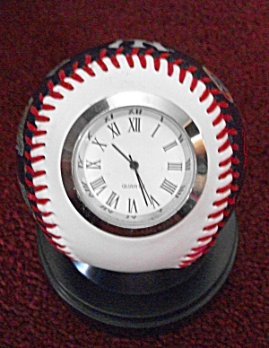 NEW YORK YANKEES CLOCK BASEBALL 1977 WORLD SERIES ED. (Image1)