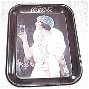 COCA COLA BLACK TRAY WOMAN WITH STOLE 1973 (Image1)