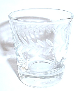 VINTAGE ETCHED ARROW LEAF SHOT GLASS (Image1)