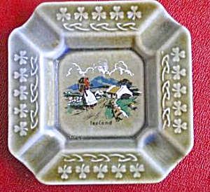 Early Wade Irish Porcelain Shamrock Ashtray (Image1)
