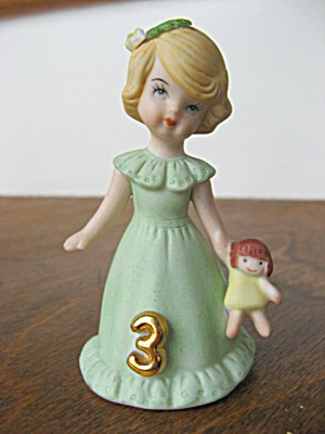 1982 ENESCO GROWING UP BIRTHDAY GIRLS BLONDE AGE 3 (Image1)