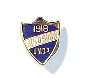 RARE VINTAGE ENAMEL1918 AUTO SHOW U.M.D.A. LAPEL BUTTON (Image1)