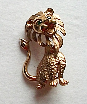 1960`s Gold Tone Lion With Green Garnet Eyes Brooch