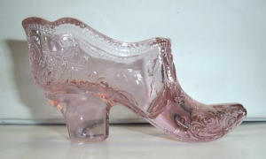 MOSSER CRANBERRY ICE GLASS SHOE (Image1)