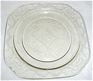 LIGHT GREEN DEPRESSION GLASS PLATE (Image1)